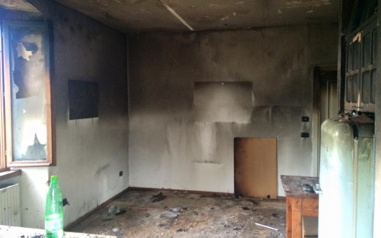 Incendio ad arco in un appartamento distrutti cucina e soggiorno radio nbc rete regione - Arco per dividere soggiorno e cucina ...