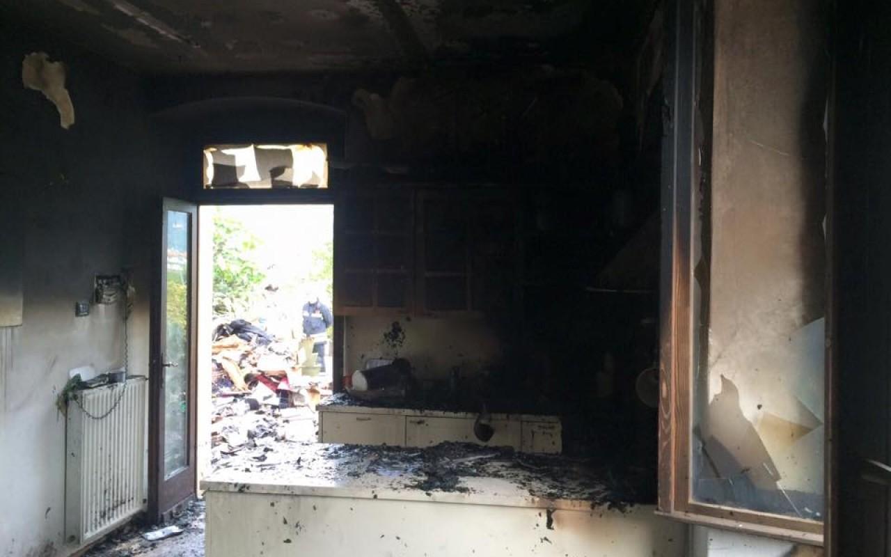incendio ad arco in un appartamento. distrutti cucina e soggiorno ... - Soggiorno Cucina Con Arco 2