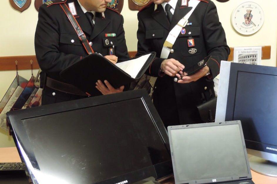 carabinieri-di-brunico-con-la-refurtiva