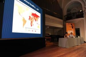 INTERSEZIONI - LA SALUTE GLOBALE  Nella foto:da dx Stefano VELLA, Silvia BENCIVELLI  Festival dellíEconomia Sala Filarmonica Trento, 3 giugno 2017  FOTO:Eccher
