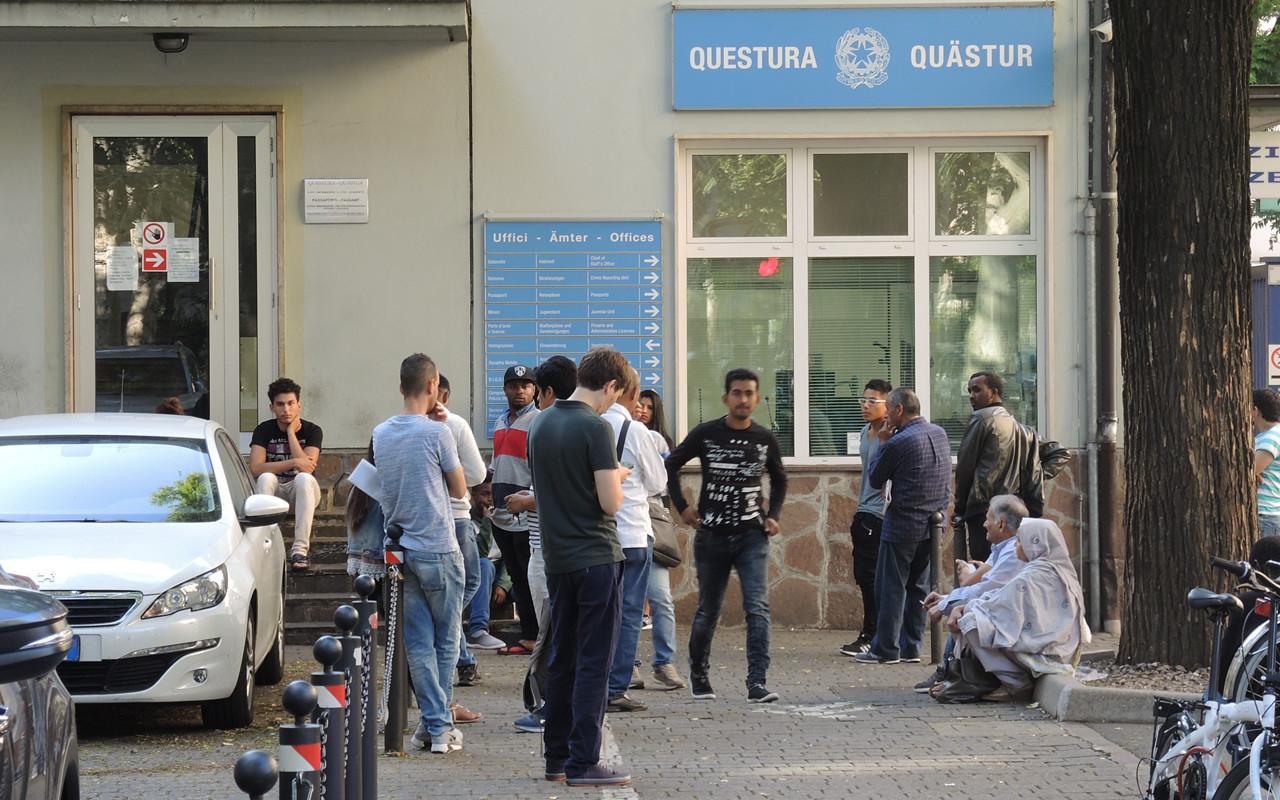 Immigrazione a bolzano 35 mila richieste di permessi di for Questura di roma ufficio immigrazione permesso di soggiorno