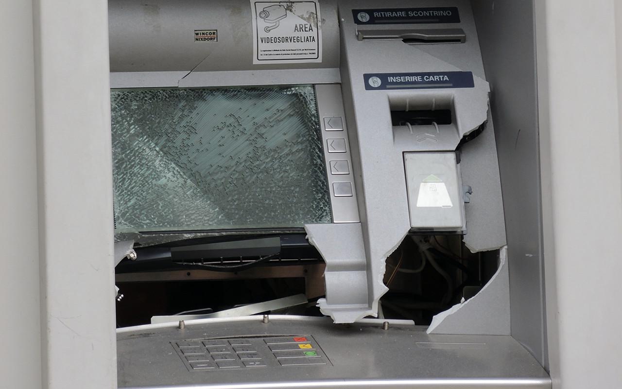 Cassa di Risparmo Furto Rapina Banca  Bancomat