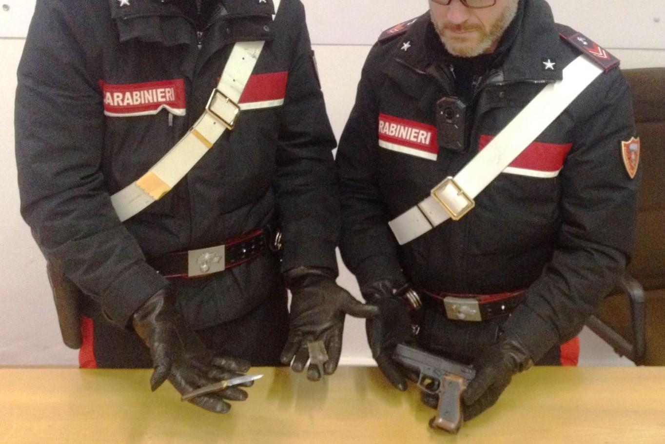 20180112 la pistola sequestrata dai carabinieri di bolzano