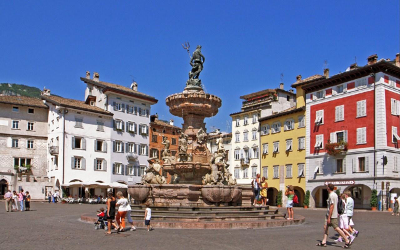 veduta di piazza del Duomo a Trento