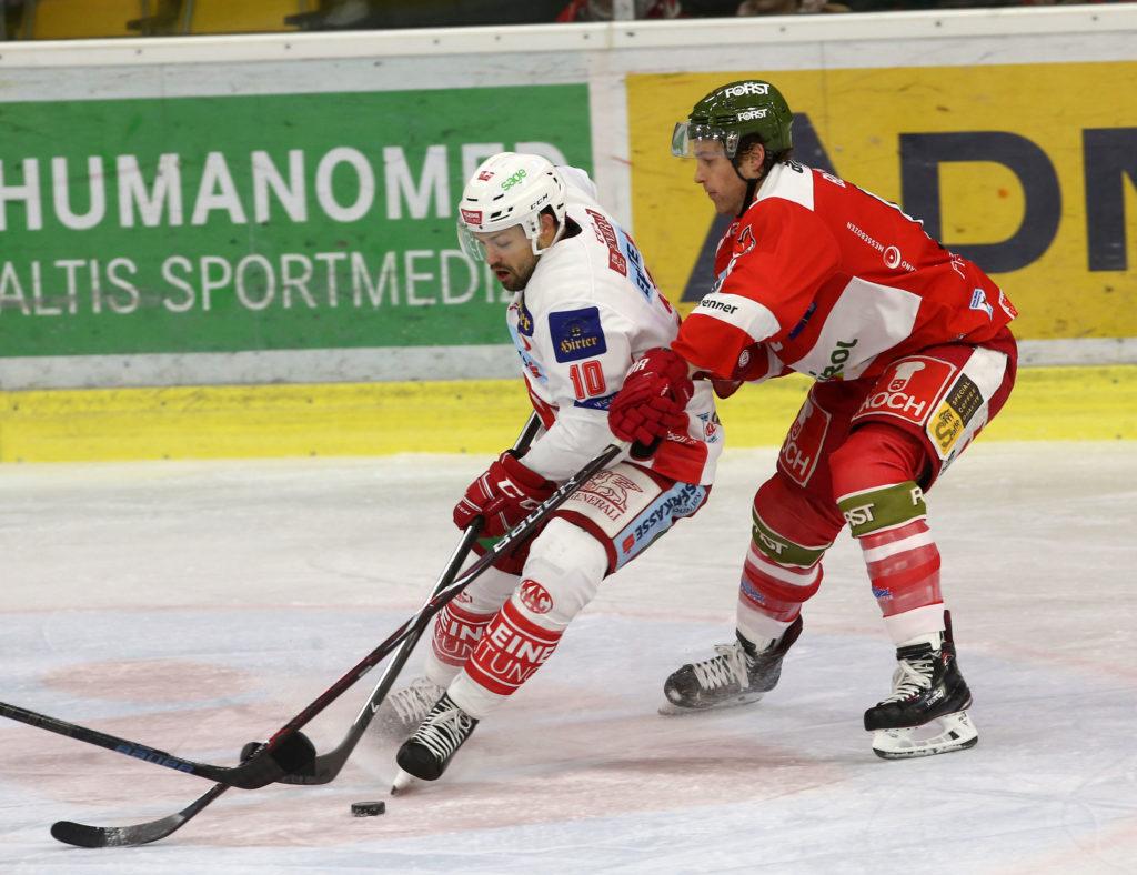 EBEL. Eishockey Bundesliga. KAC gegen HCB Suedtirol Alperia. Kozek Andrew Jacob (KAC), Blunden Michael (Bozen). Klagenfurt, am 25.11.2018. Foto: Kuess