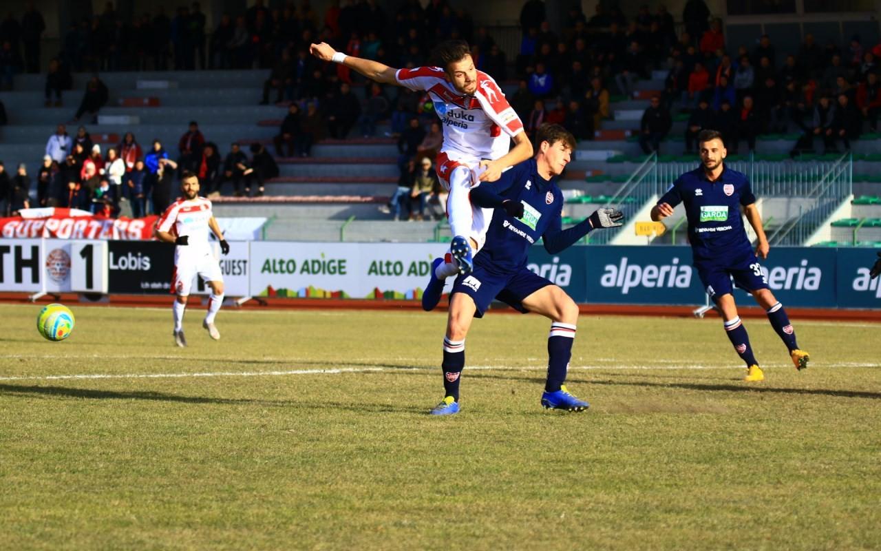 Tentativo di conclusione di Romero, ìin gol al debutto casalingo