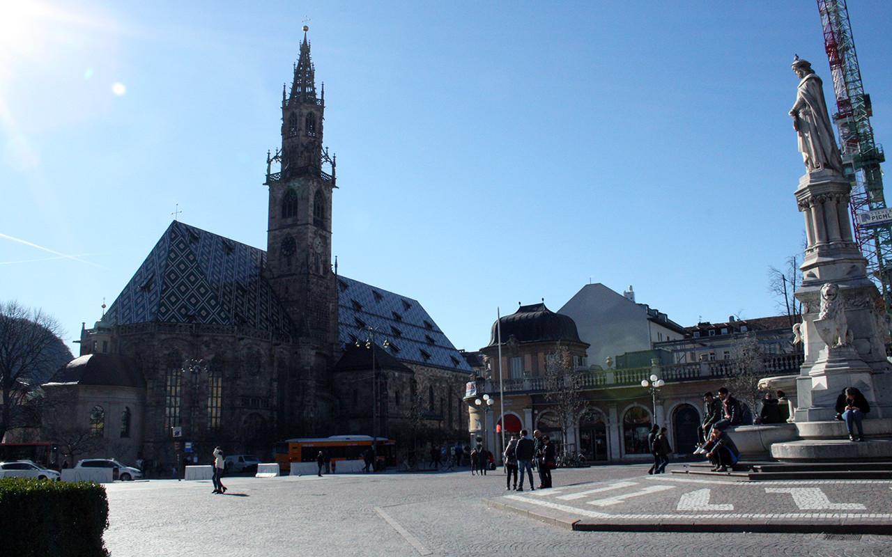 Piazza Walther Duomo Bolzano 1