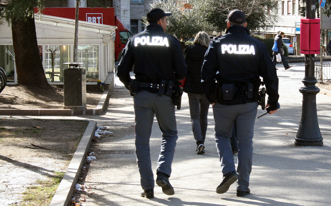 Polizia Poliziotti