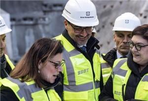 Nella foto ASP/Ivo Corrà la ministra De Micheli con il presidente Arno Kompatscher in visita al cantiere BBT di Fortezza